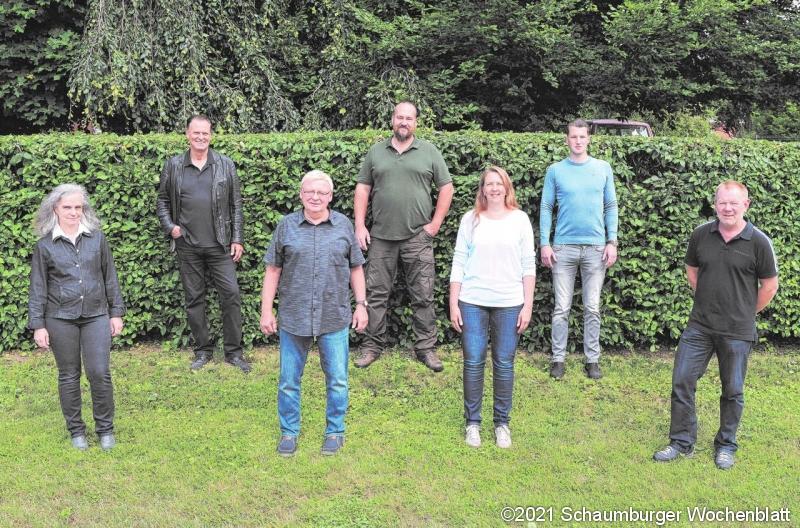 """Mit Egbert Gelfert (3. von links) an der Spitze will der """"Hülseder Gegenwind"""" für die Gemeinderatswahl antreten. Drei Bewerber fehlten beim Fototermin."""