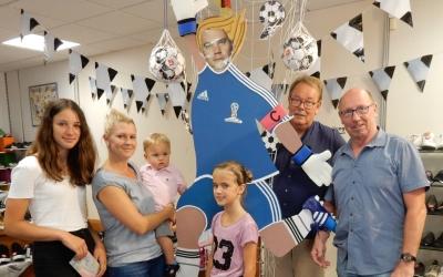Schuh und Sport Huneke gewinnt Fußballspieler-Gestaltungsaktion beim Bad Driburger Sommernachtsshopping