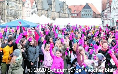 Bunter Protest gegen Gewalt an Frauen