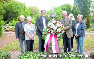 Kranzniederlegung  am Brüggemann-Grab