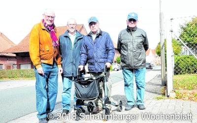 Gemeinde senkt erste Bordsteine ab