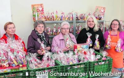 Das DRK-Hagenburg übergibt  viele leckere Adventspräsente