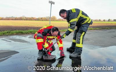 Feuerwehr prüft Hydranten
