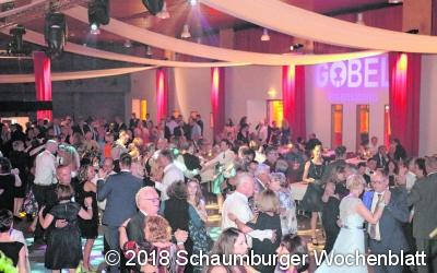 Sommerball bringt 600 Gäste in die Festhalle