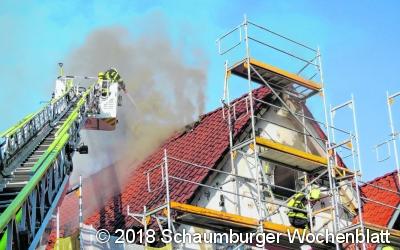 Dachstuhl steht in Flammen