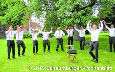 Tanzend und singend voll dabei