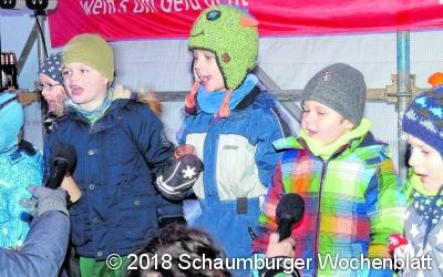 Weihnachtsmarkt mit buntem Programm und großer Tombola