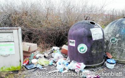 Stinkende braune Haufen und jede Menge Müll