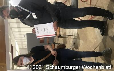 Ehrung für 66.666. Impfung im Impfzentrum Schaumburg