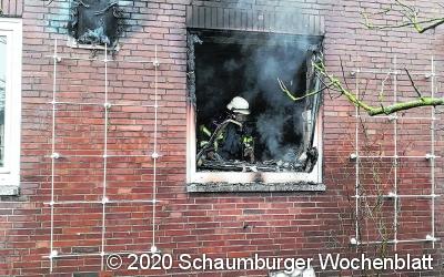 Frau stirbt bei Gebäudebrand