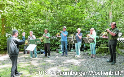 Jagdhornbläser musizieren gemeinsam