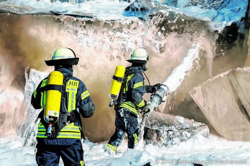 LKW-Brand auf der A2 zwischen Lauenau und Rehren am Montag (12.08.19).Foto: Stefan Simonsen