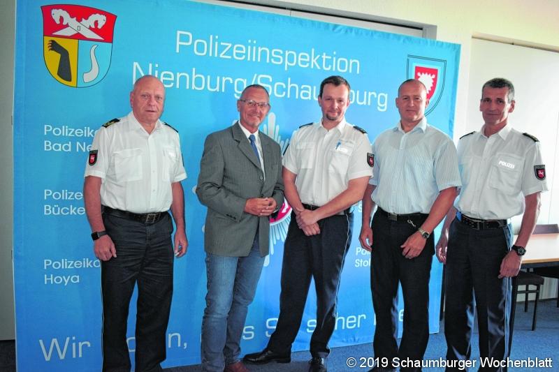 Polizeioberrat Marcel Bente (Mitte)mit Kriminaldirektor Andreas Tschirner und dem Leitenden Polizeidirektor Frank Kreykenbohm (aussen rechts) sowie Polizeipräsident Uwe Lührig und Vizepräsident Bernd Wiesendorf (aussen links)