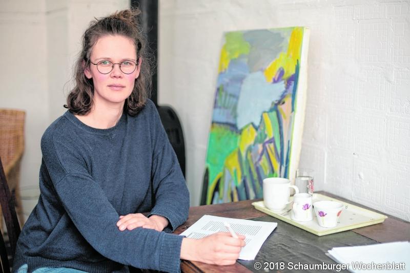 Die hiesige Autorin Lisa Kreißler, die bisher zwei Romane veröffentlicht hat, erhält den mit 10.000 Euro dotierten Nicolas-Born-Debütpreis. Heimische Autorin Lisa Kreißler erhält LiteraturpeisDie Schaumburgerin wird mit dem Nicolas-Born-Debütpreis ausgeze