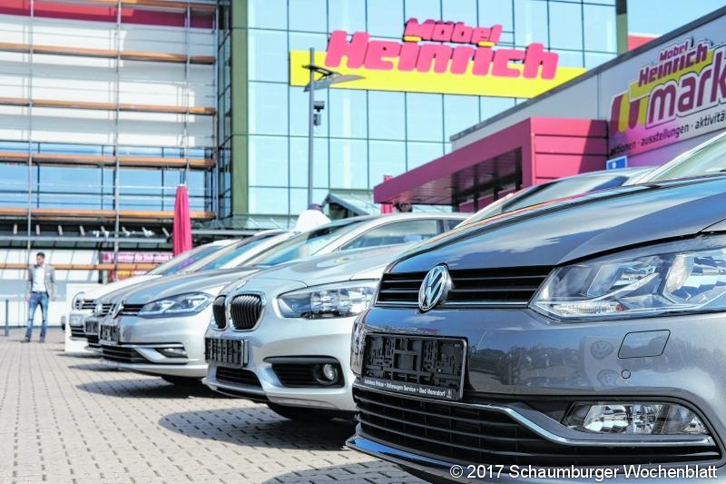Schaumburger Wochenblatt Auto Modenschau Am Möbelhaus